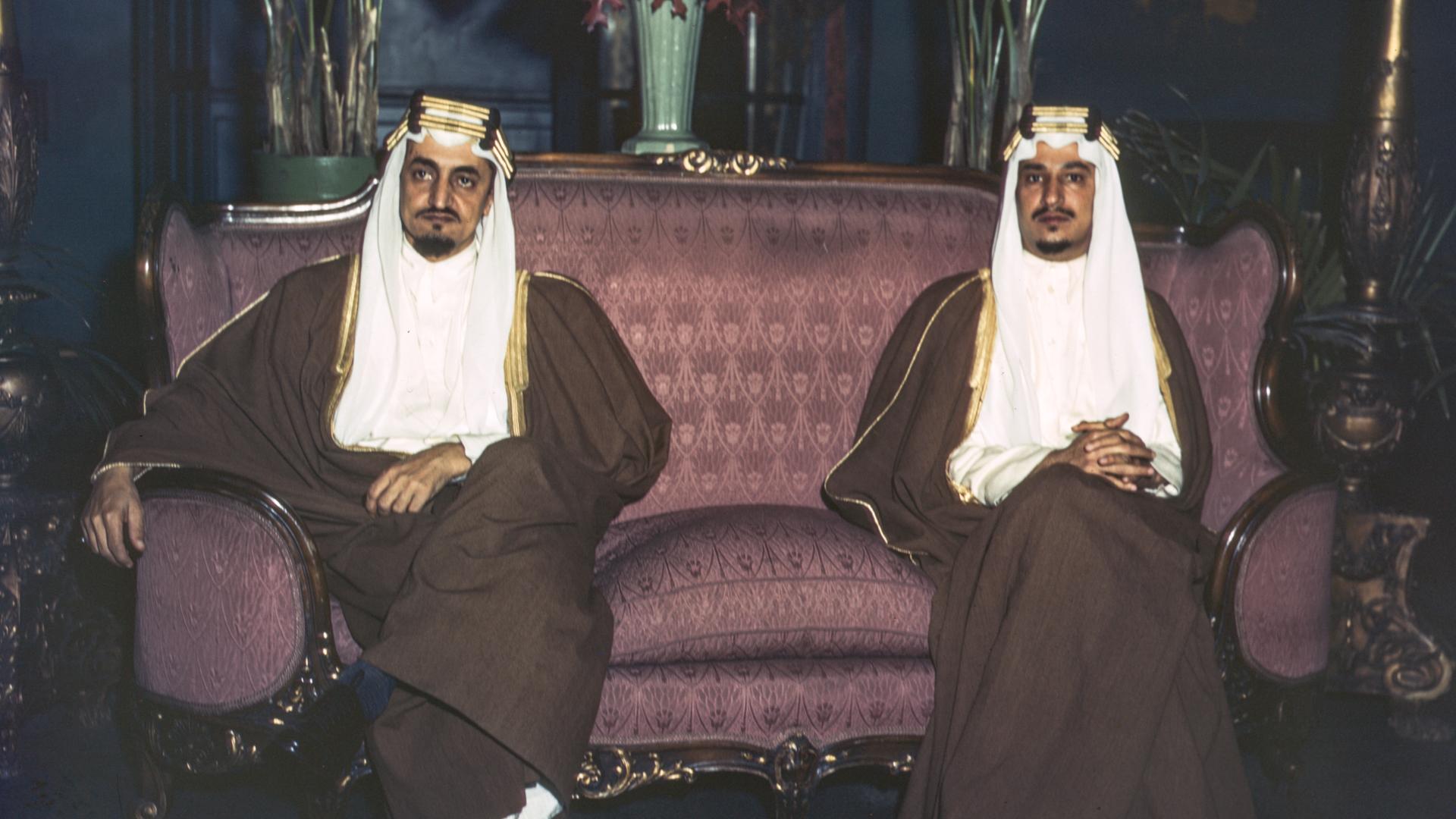 Prins Faysal (til venstre)og prins Khalid på statsbesøk iUSA. (Foto: JohnRous ( LoC ))