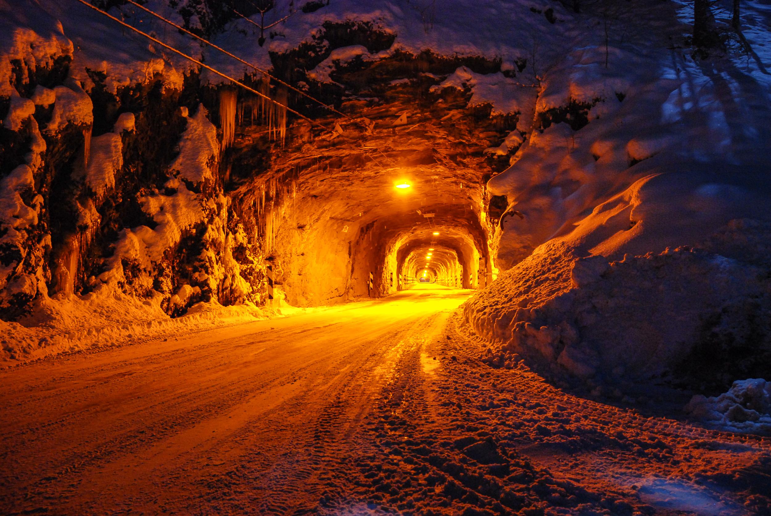 Tunnel_45x30-2.jpg