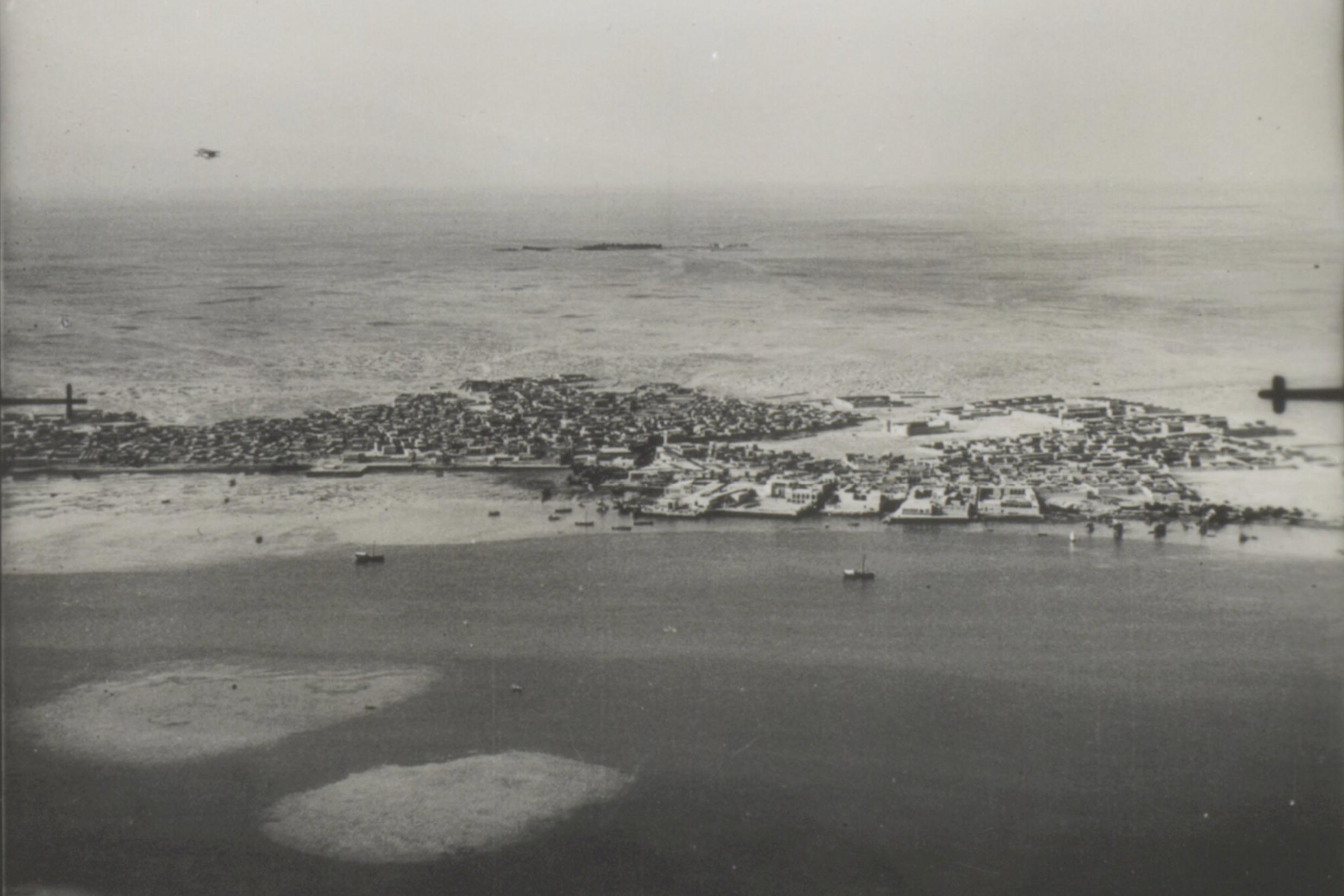 Doha sett frå lufta i mai 1934. ( IOR/L/PS/12/1956 )