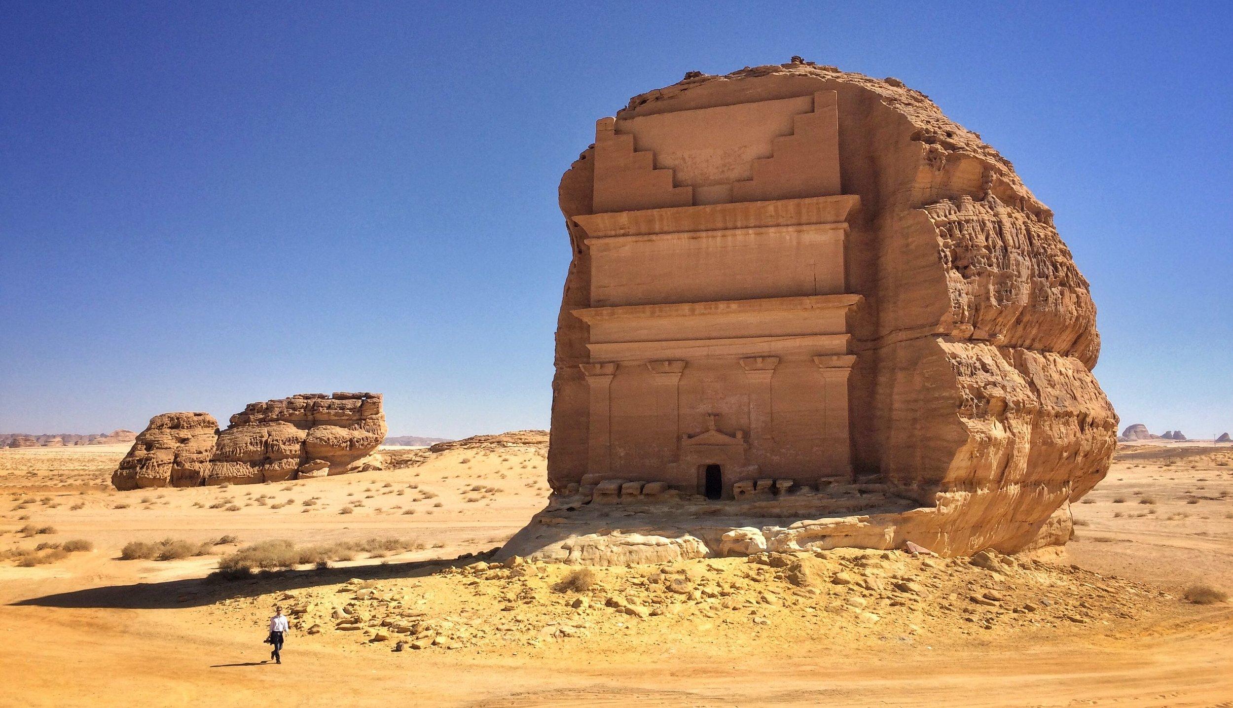 Madā'in Ṣāliḥ, oldtidsbyen i Saudi-Arabia nær der første forsøket på å nå Mekka på sykkel stranda ( Wikipedia )