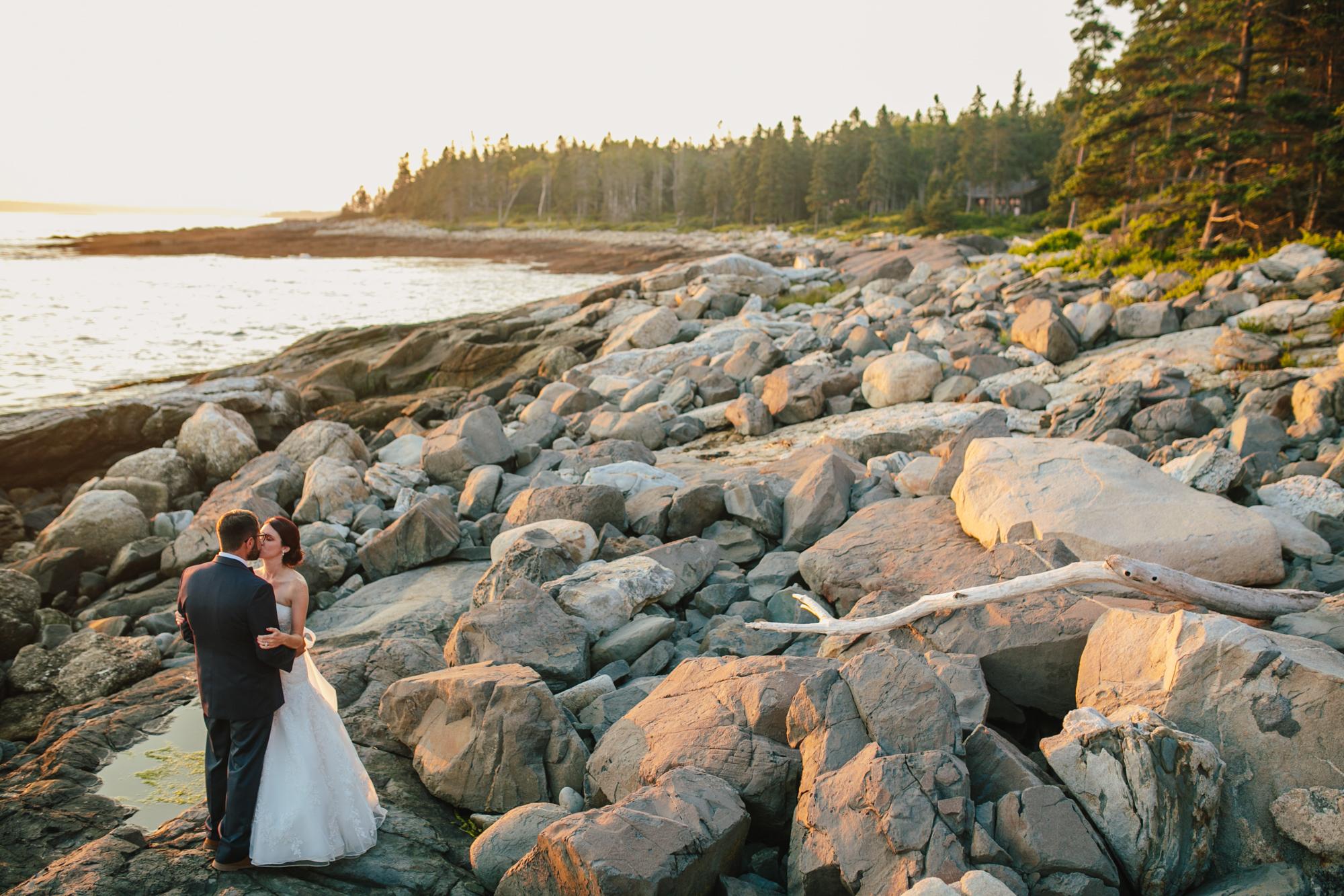 Booth-Bay-Harbor-Maine-Wedding-Beach-Tent-Cliffs-Ocean-New-England-Wedding-Photography-Emily-Tebbetts-22.jpg