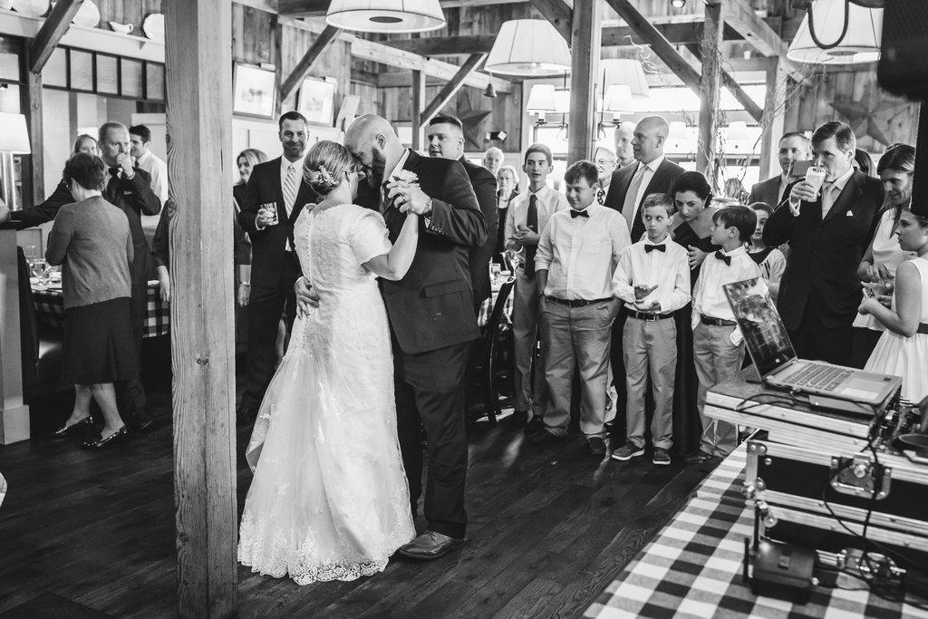 Tricia+JeffWedding-Hillary-EmilyTebbettsPhotography--300.jpg