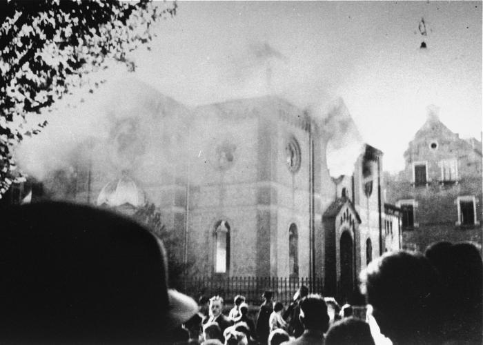 The synagogue in Ludwigsburg burns on Kirstallnacht