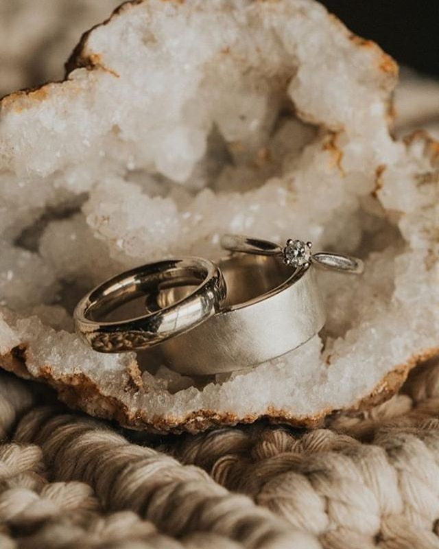 The most gorgeous picture of @helloparv & @true.brew handmade rings from their elopement in California! 🌴☀️ ( how cool is that) scroll to see more. Photos by @treeoflifefilmsandphotos & workshop pic by us  #makeyourownweddingrings #imadeyouthisring #diy #weddingideas #weddinginspo #littlebookforweddings #birmingham #uk #unique #cool #coolwedding #ideas #elope #handmade #ringswithmeaning #handmade #jq #jewelleryquarter #california #sunshinestate #bridetobe