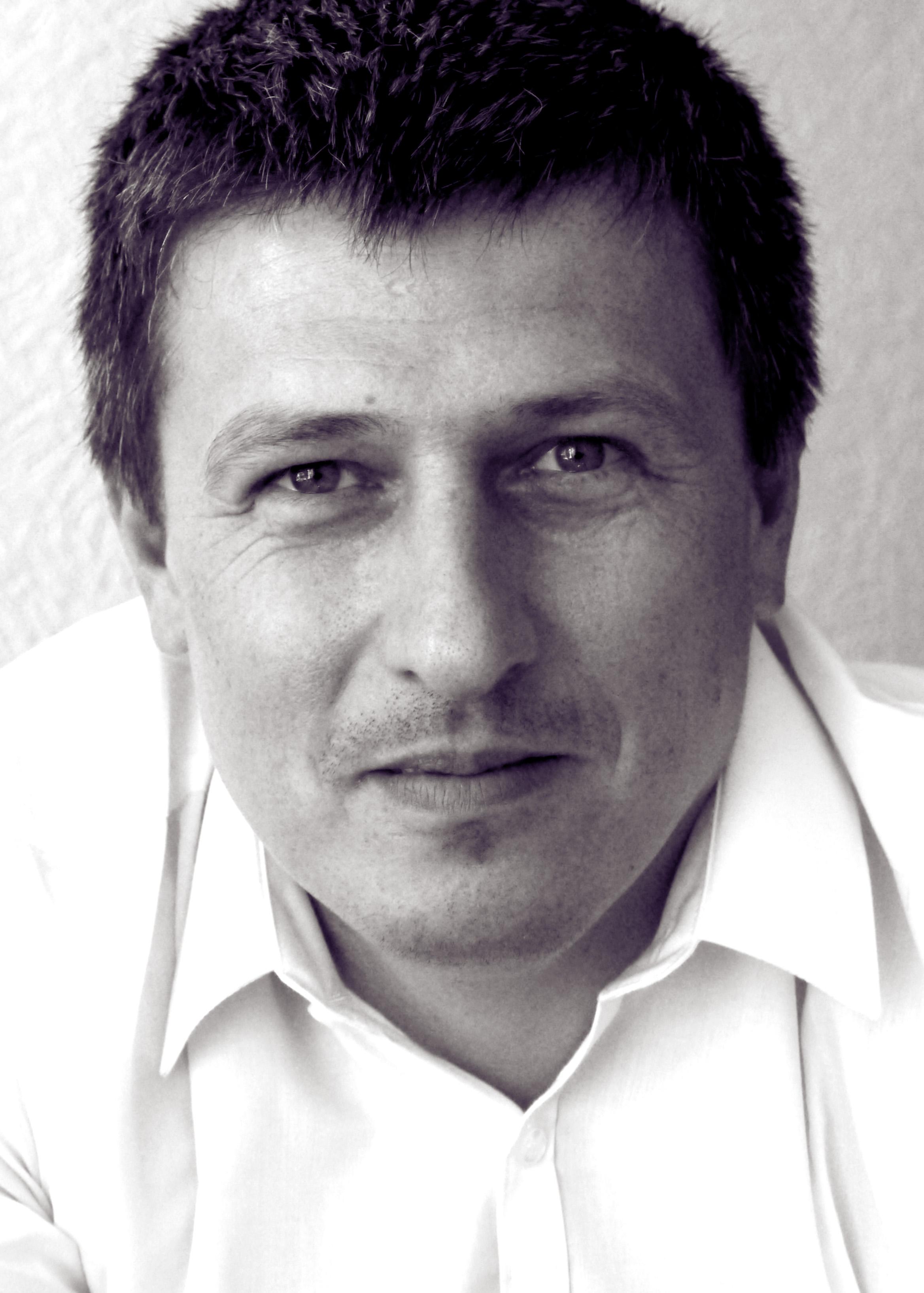 Greg Czelusniak, Architect.   Commspace /   Spacestudio