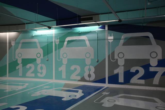 Knstrct-weekly-roundup-modern-parking-11