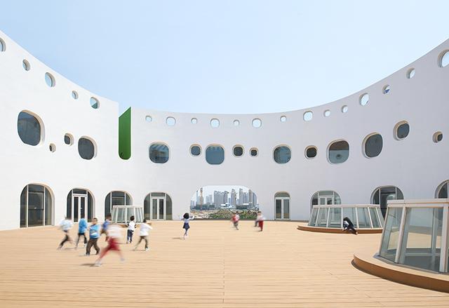 Loop-International-Kindergarten-School-By-Sako-Architects-12.jpg