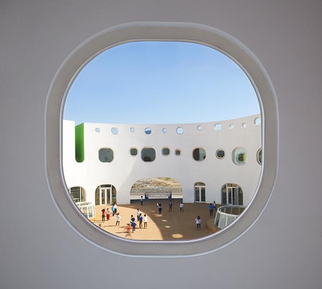 Loop-International-Kindergarten-School-By-Sako-Architects-11.jpg