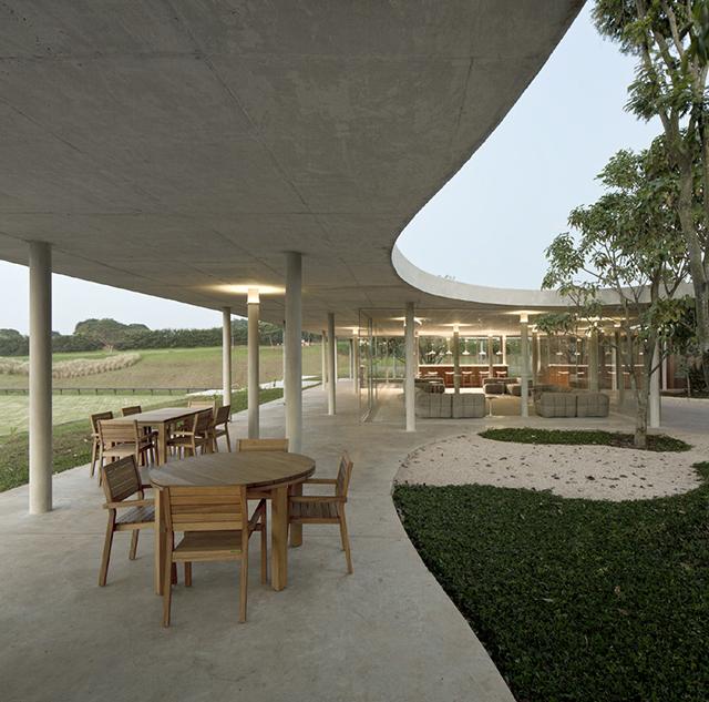 Fazanda-Boa-Vista-Equestrian-Center-Clubhouse-Isay-Weinfeld-1.jpg