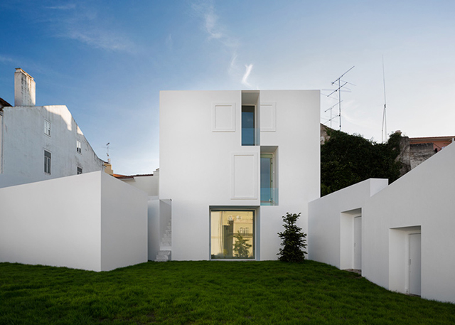House-in-Alcobaca-by-Aires-Mateus-4.jpg