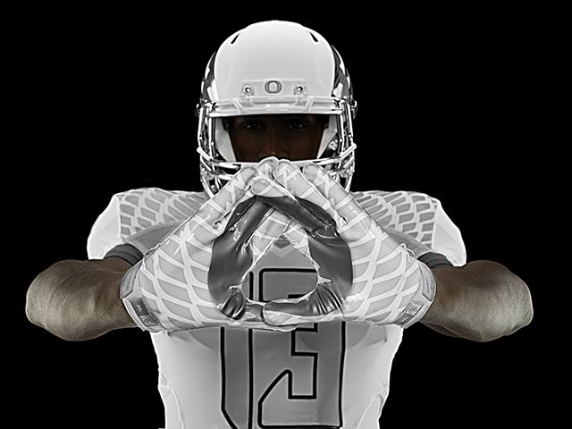 Nike-Football-Uniform-UofO-Home-Glovers-10.jpg