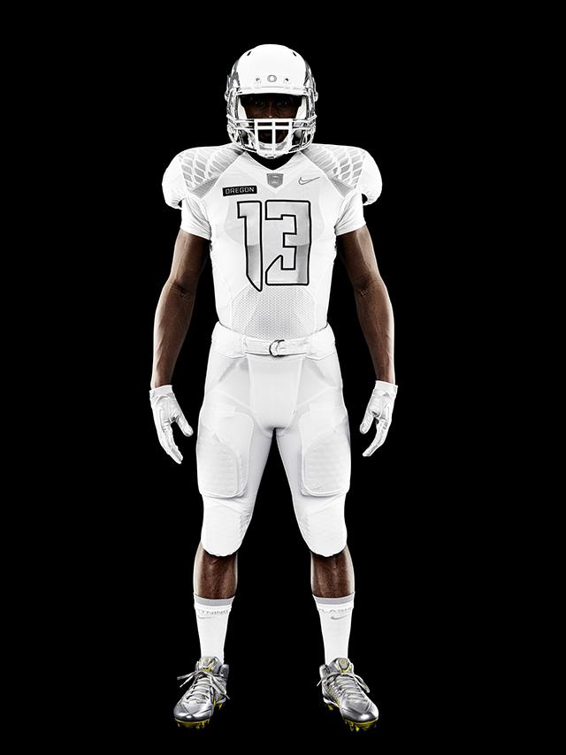 Nike-Football-Uniform-UofO-Home-Front-11.jpg
