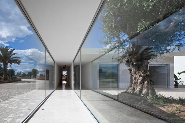 House-in-Tavira-by-Vitor-Vilhena-Modern-Homes-4.jpg