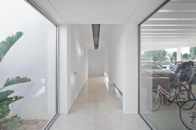 House-in-Tavira-by-Vitor-Vilhena-Modern-Homes-11.jpg