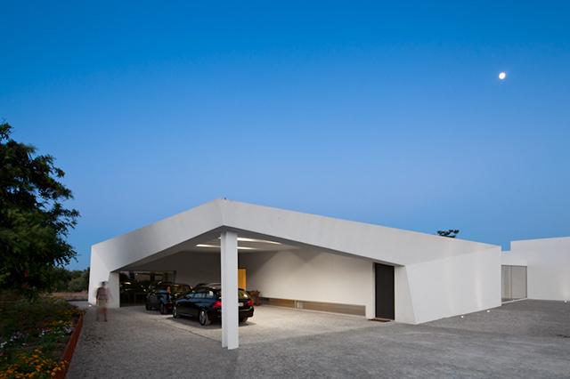 House-in-Tavira-by-Vitor-Vilhena-Modern-Homes-5.jpg