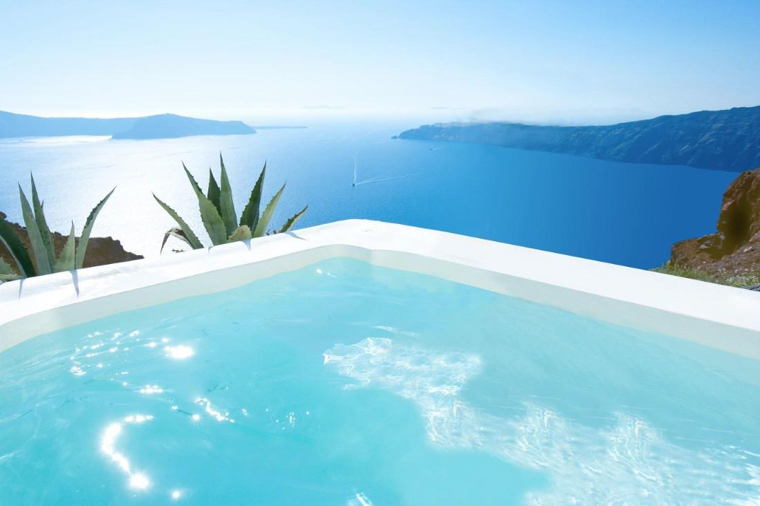 Knstrct-Travel-Hotel-Swimming-Pool-LG11.jpg