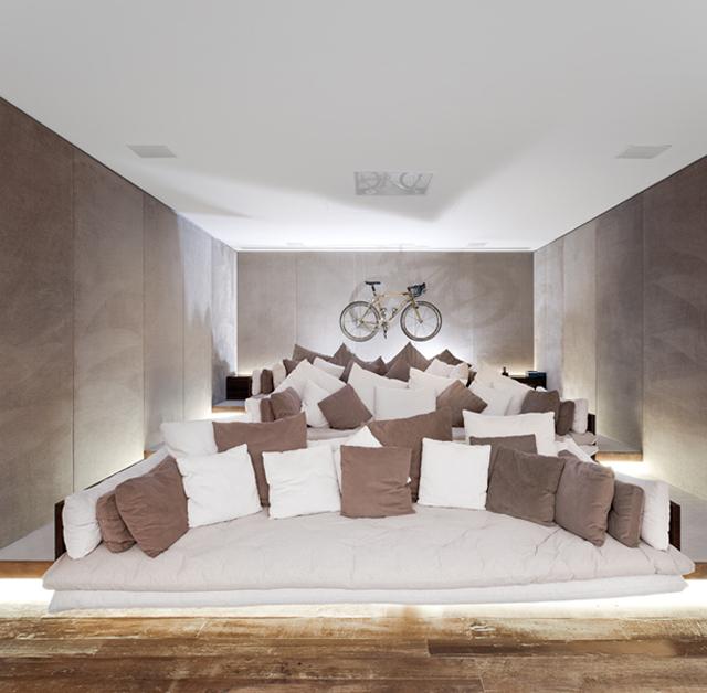 Isay-Weinfeld-Casa-Grecia-Sao-Paulo-architecture-home-theater-1.jpg