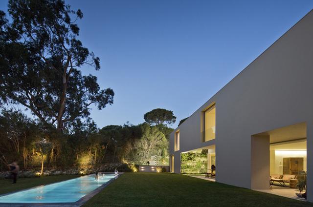 Quinta-Patino-Frederico-Valsassina-Arquitectos-Modern-Knstrct-7.jpg