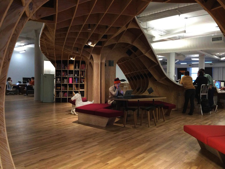 Clive-Wilkinson-Superdesk-Barbarian-Group-Office-Workspace-6.jpg