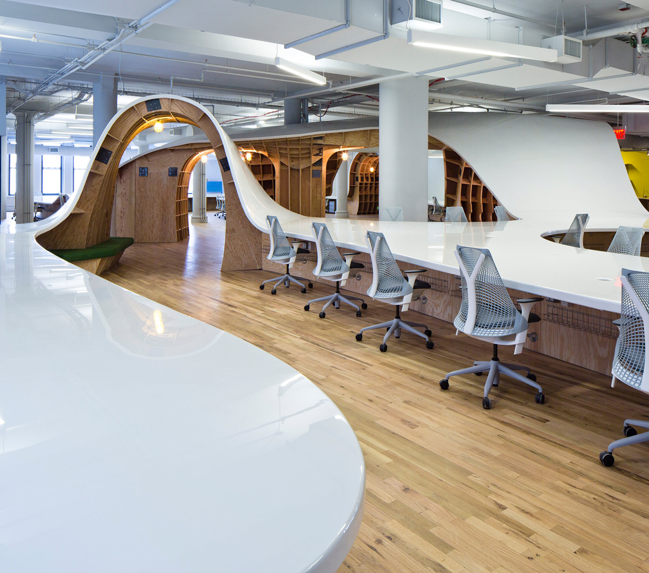Clive-Wilkinson-Superdesk-Barbarian-Group-Office-Workspace-4.jpg