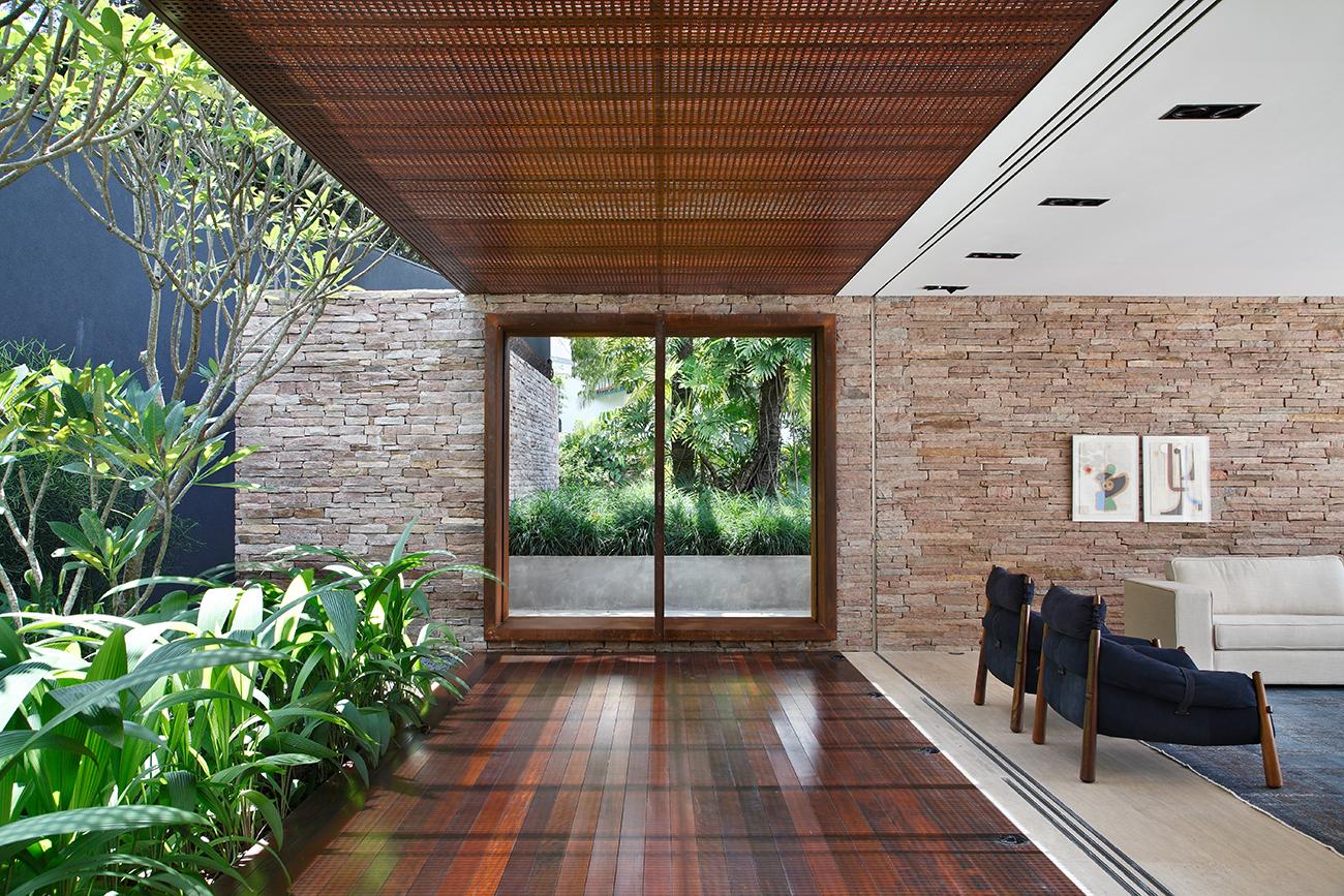 AH-House-Guilherme-Torres-Studio-Brazil-3.jpg