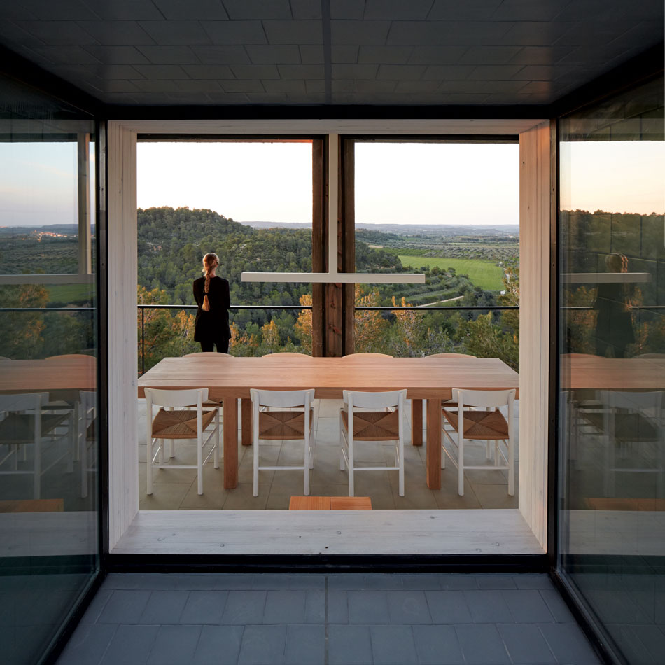 pezo-von-ellrichshausen-casa-pezo-solo-houses-spain-designboom-26.jpg