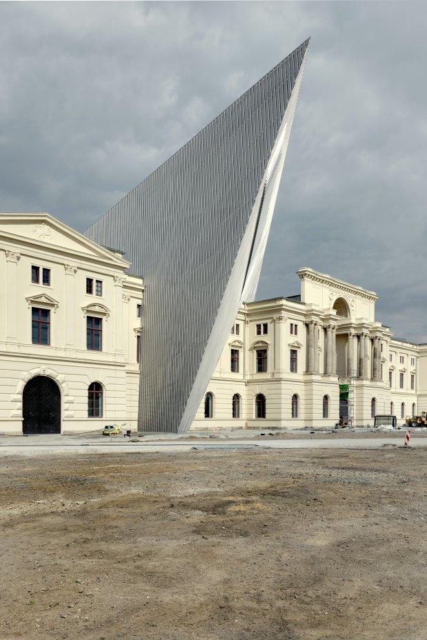 Daniel-libeskind-military-museum-8.jpg
