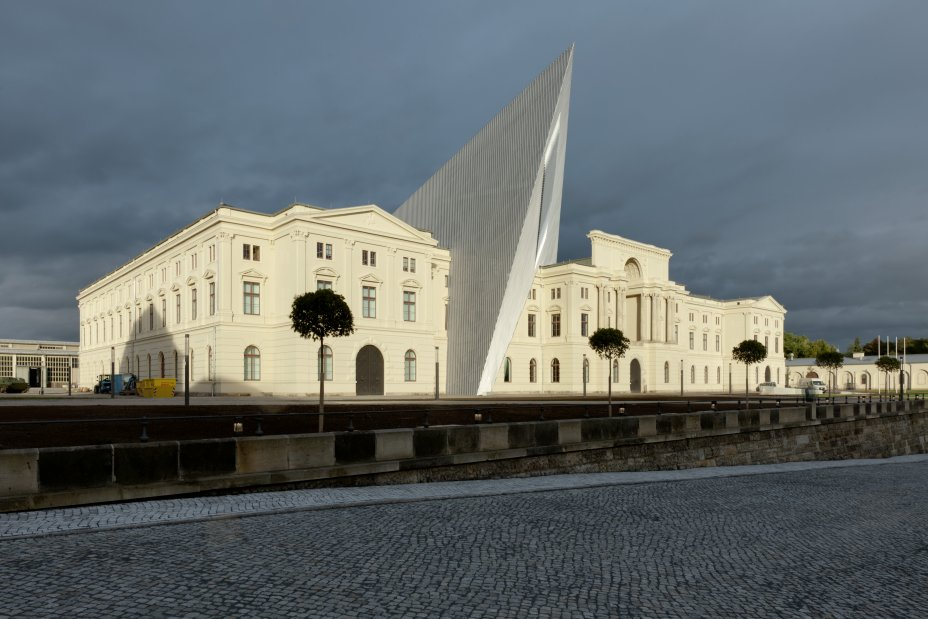 Daniel-libeskind-military-museum-3.jpg