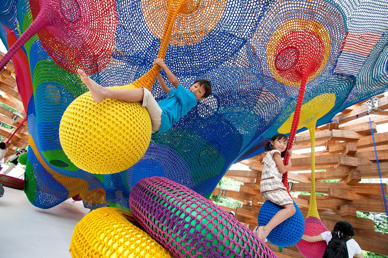 Interactive-Art-Installation-People-Play-Art-Suspended-3.jpg