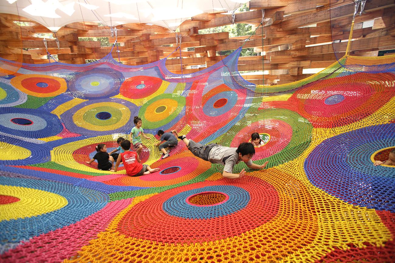 Interactive-Art-Installation-People-Play-Art-Suspended-3B.jpg