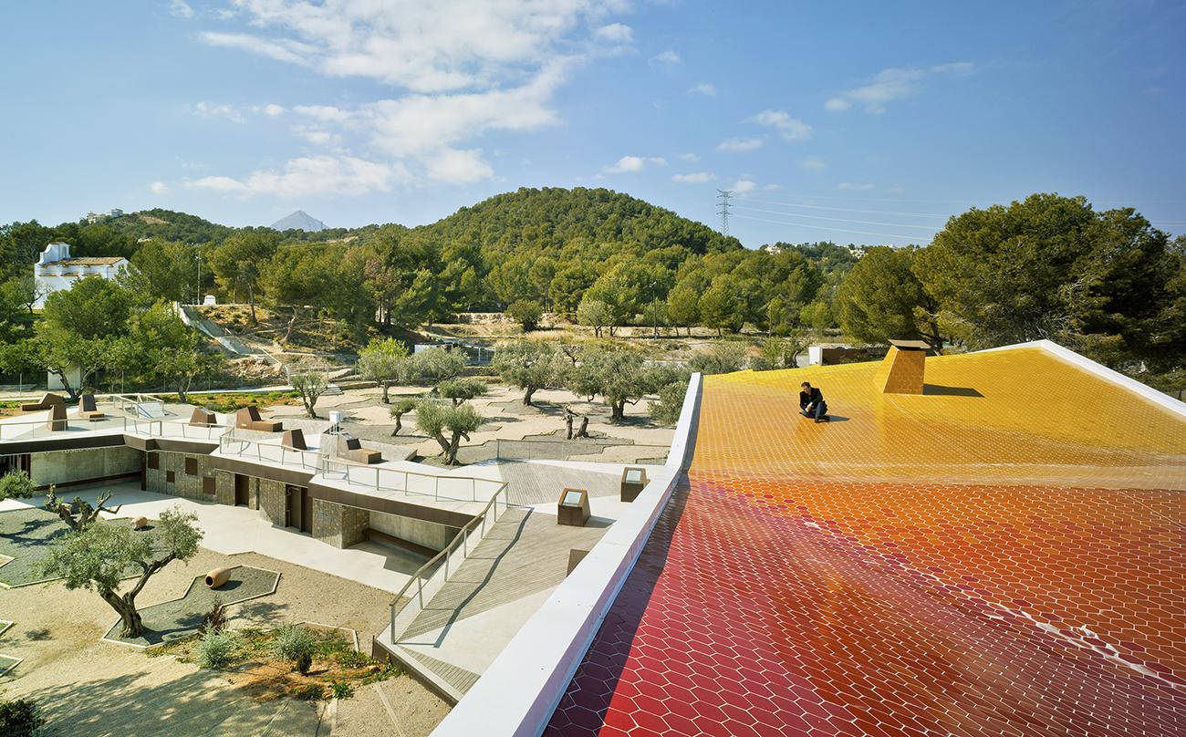 Environmental Education Centre El Captivador designed by Crystalzoo
