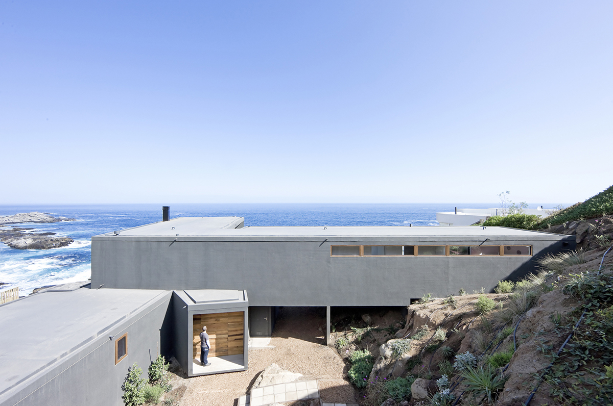 Chilean firm LAND Arquitectos Casa Atrapa Vista