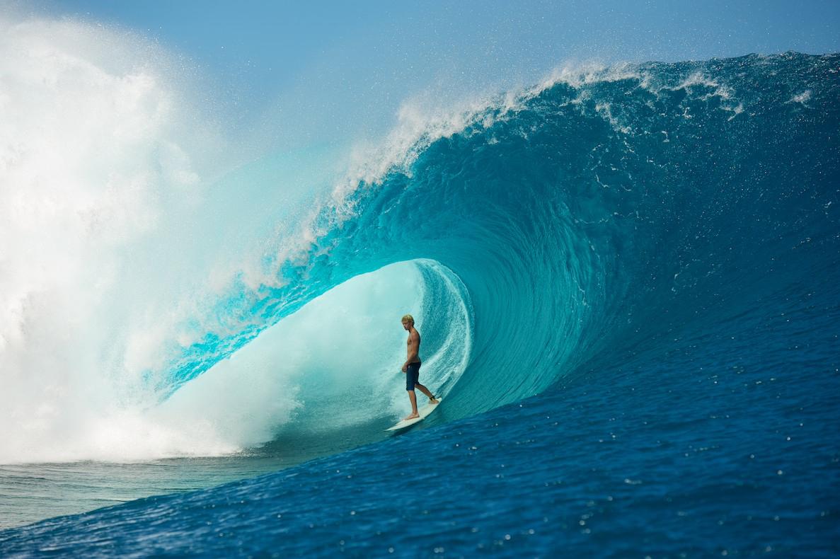 Surfing-Superwaves-Teahupo'o-Thaiti-KNSTRCT-3.jpg