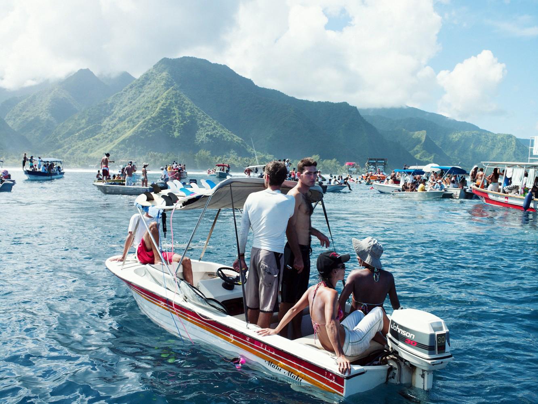 Surf-Superwaves-Teahupoo-Tahiti-Island-Travel-1.jpg