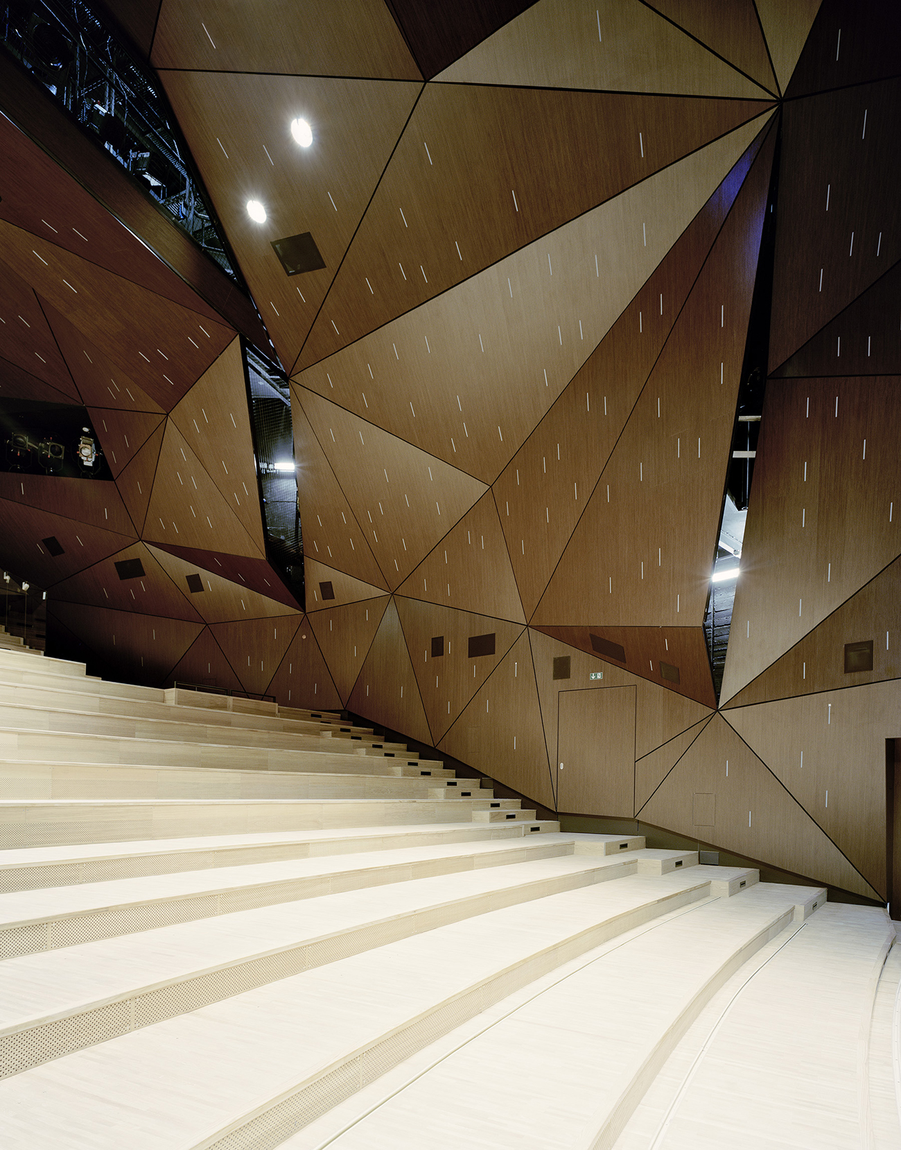 Stuttgart State Theater by  Klaus Roth Architekten .