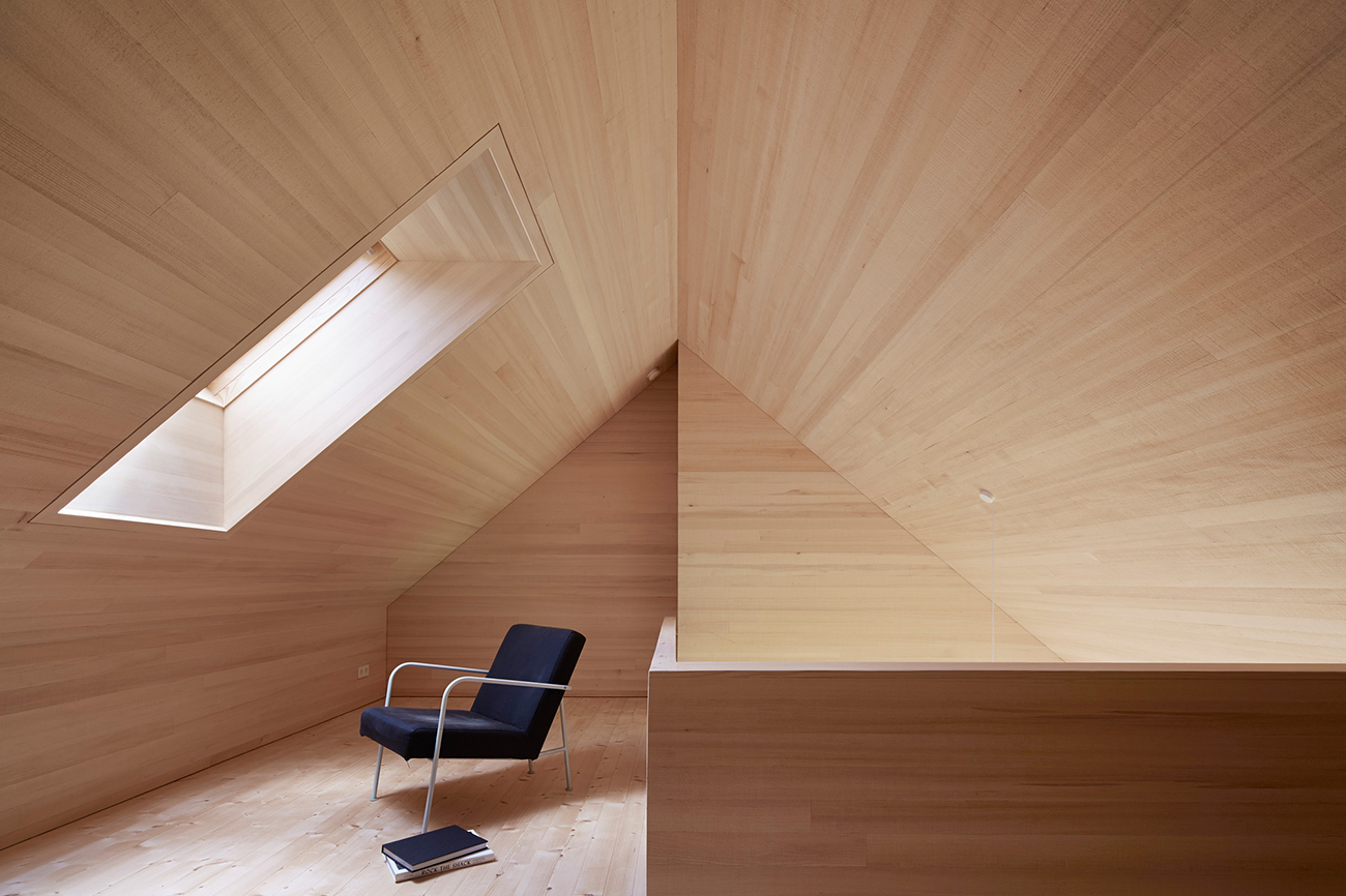 The wood interiors of Haus Für Julia Und Björn by Innauer-Matt Architekten
