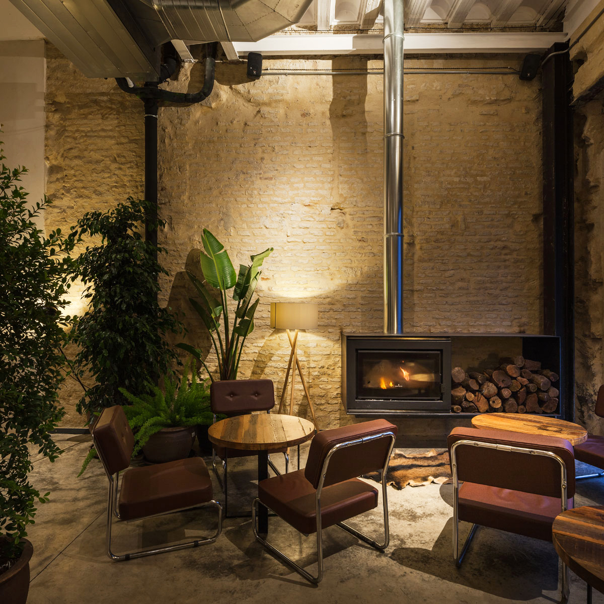 Donaire Arquitectos restores an old house into a new restaurant