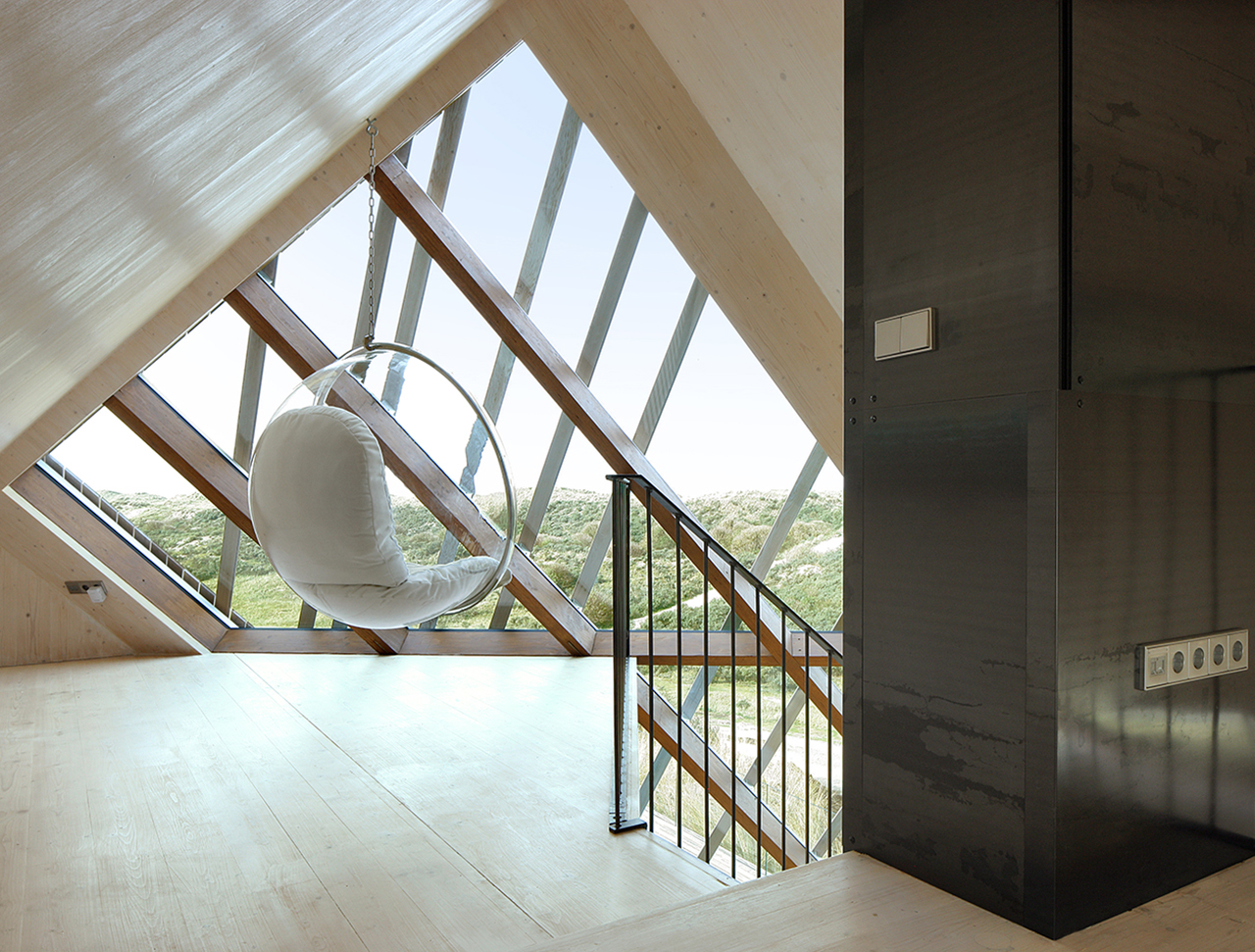 Amazing glass roof of Marc Koehler Architects' Dune House | KNSTRCT
