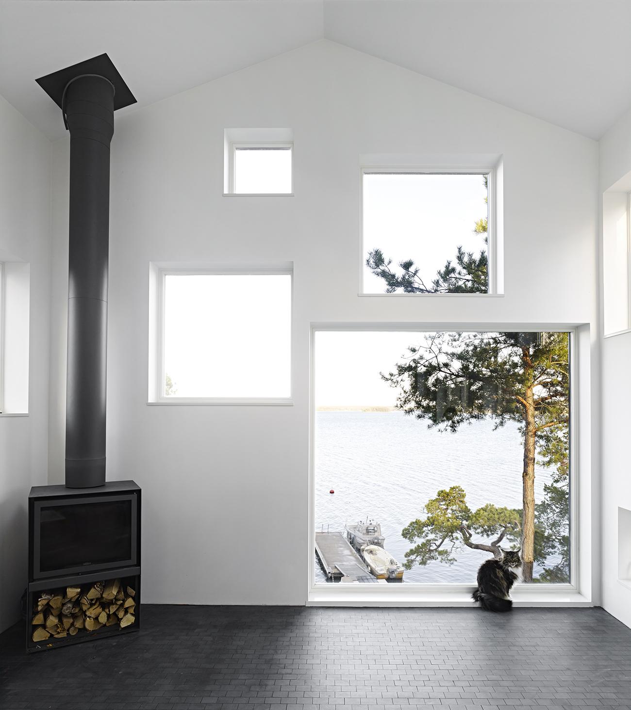 Guise create Villa Elgö, a modern lakeside cabin outside Stockholm | KNSTRCT