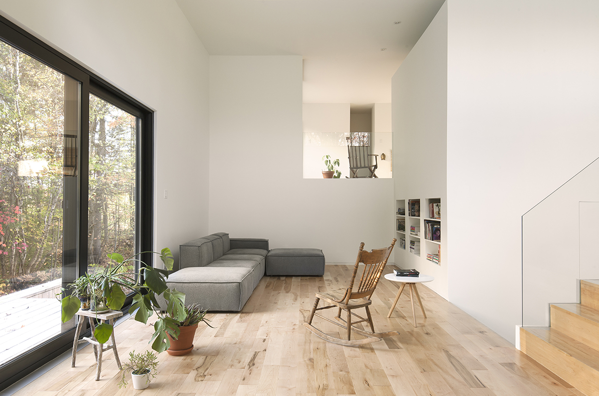 La SHED Architecture transforms 90's bungalow into Maison Terrebonne