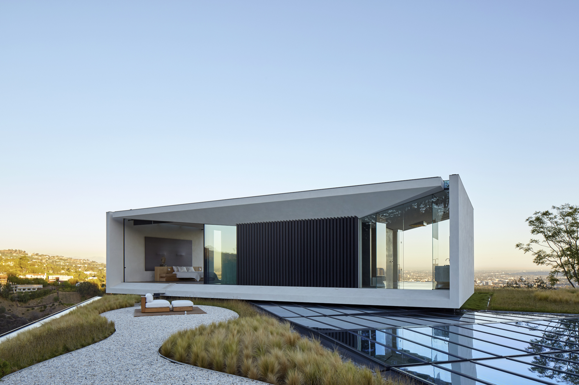 Oppenheim Architecture Stacks Structures To Make Modern L A Villa Knstrct