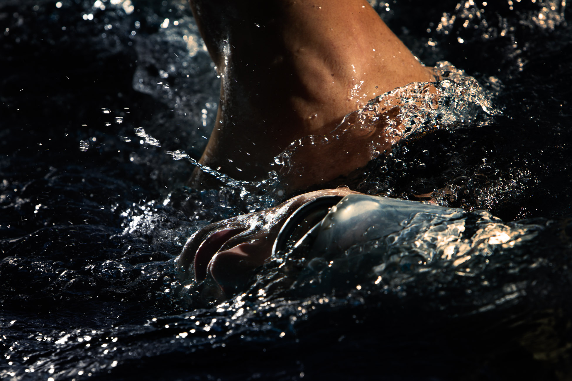 Gonçalo Barriga Sports Photographer - Triathlon athlete swimming practice