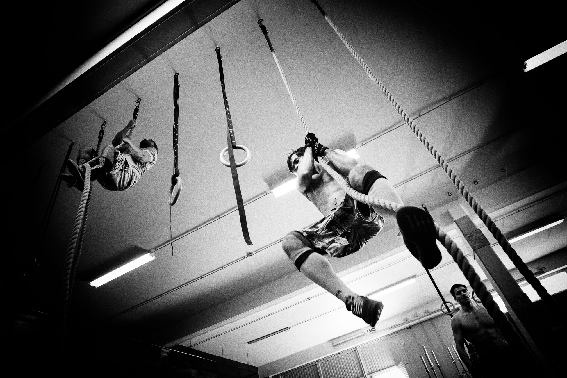 Gonçalo Barriga Sports Photographer - CrossFit athlete rope climb