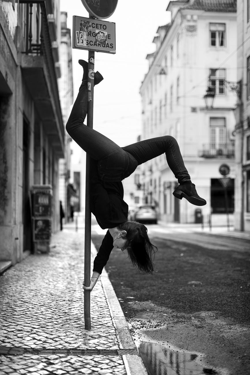 Gonçalo Barriga Lifestyle Photographer - Lisbon street pole dancer