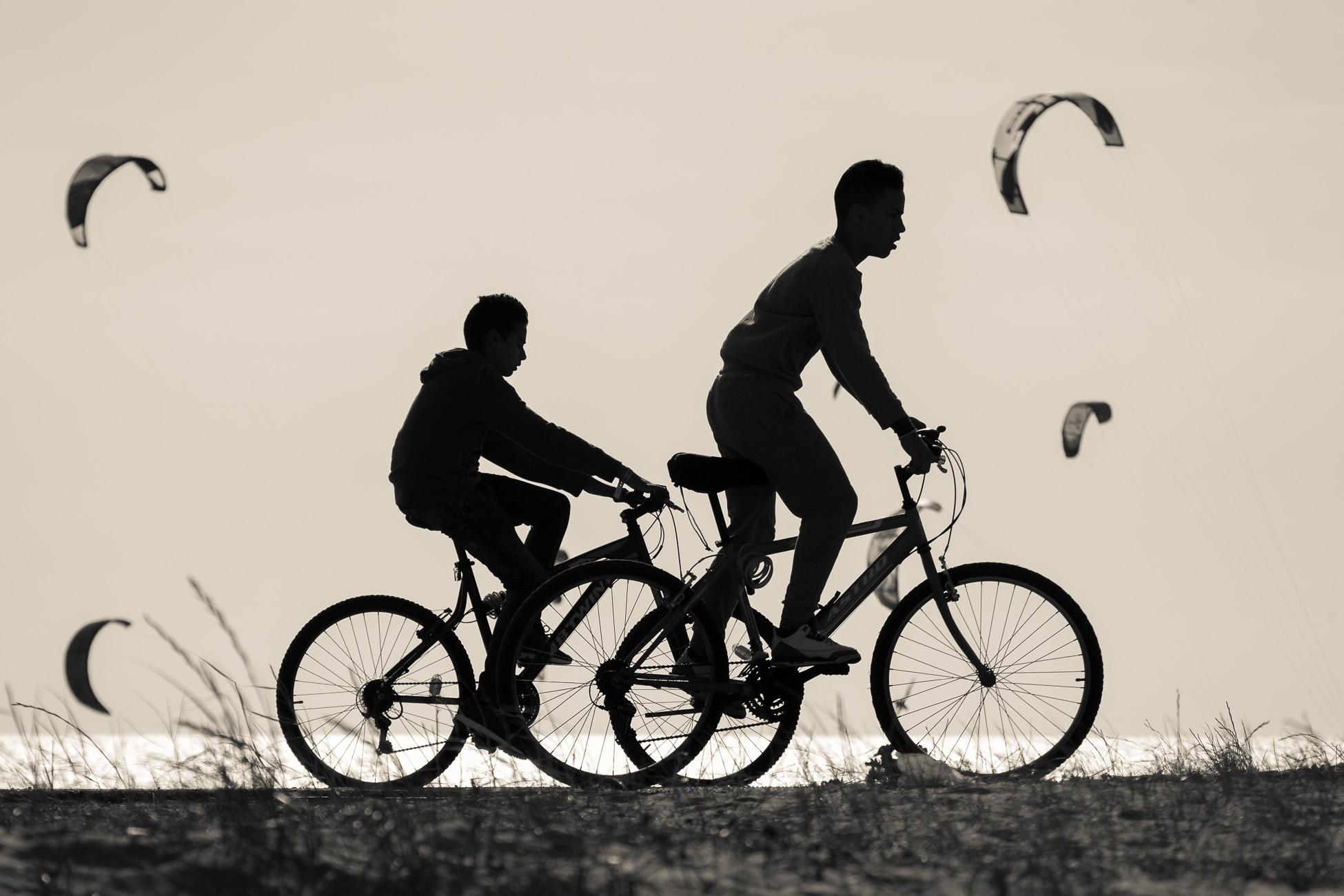 Gonçalo Barriga Lifestyle Photographer - Beach riding bike