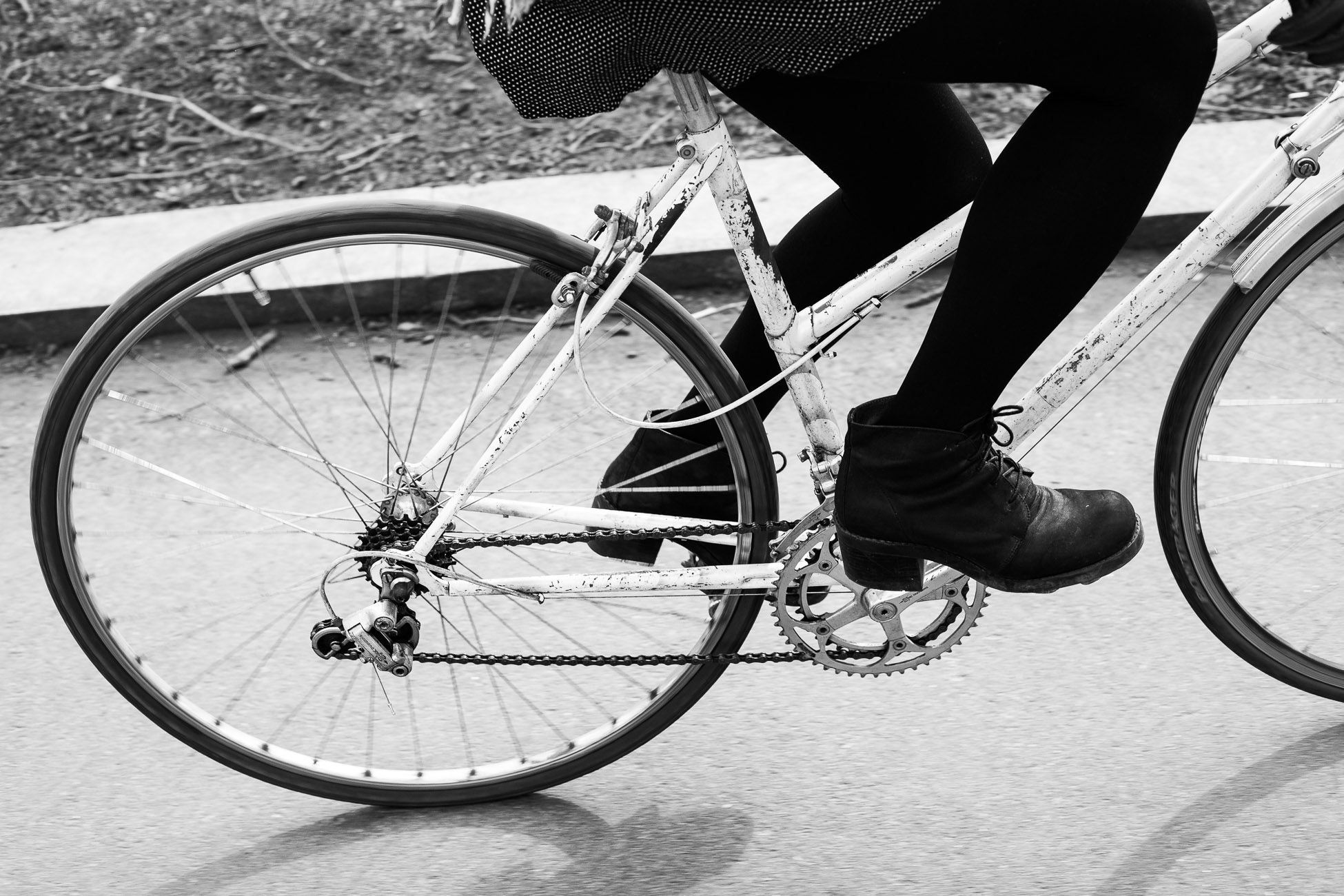 Gonçalo Barriga Lifestyle Photographer - London street riding bike