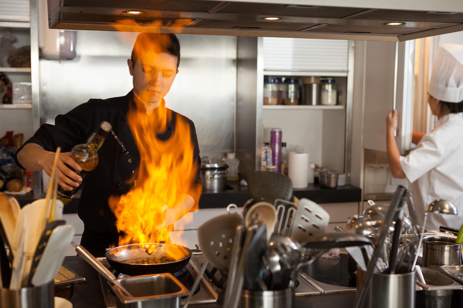 Gonçalo Barriga Lifestyle Photographer - Chef cooking