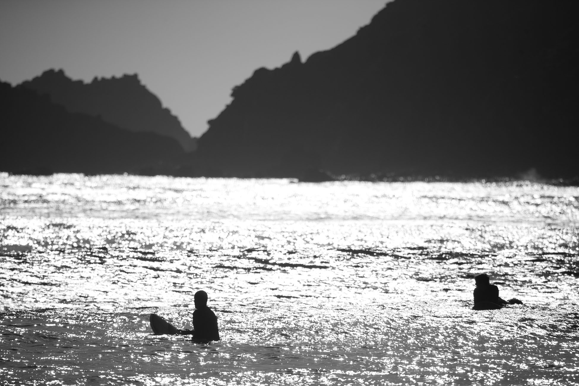 Gonçalo Barriga Photographer - Surfers waiting for the perfect wave