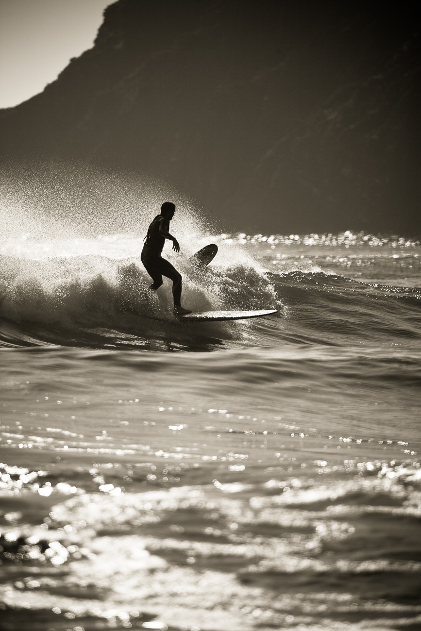Gonçalo Barriga Photographer - Surfer catching a wave