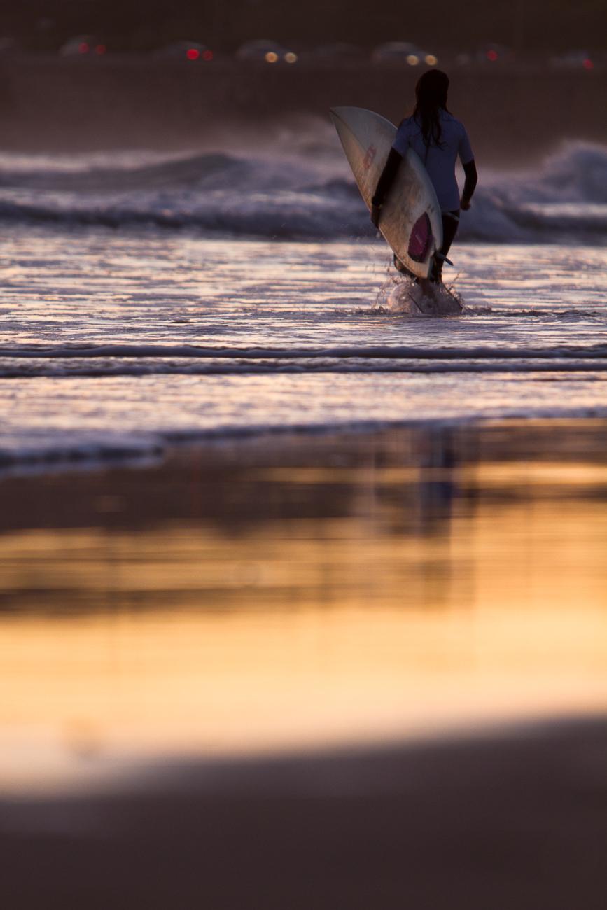 Gonçalo Barriga Photographer - Surfer girl sunset